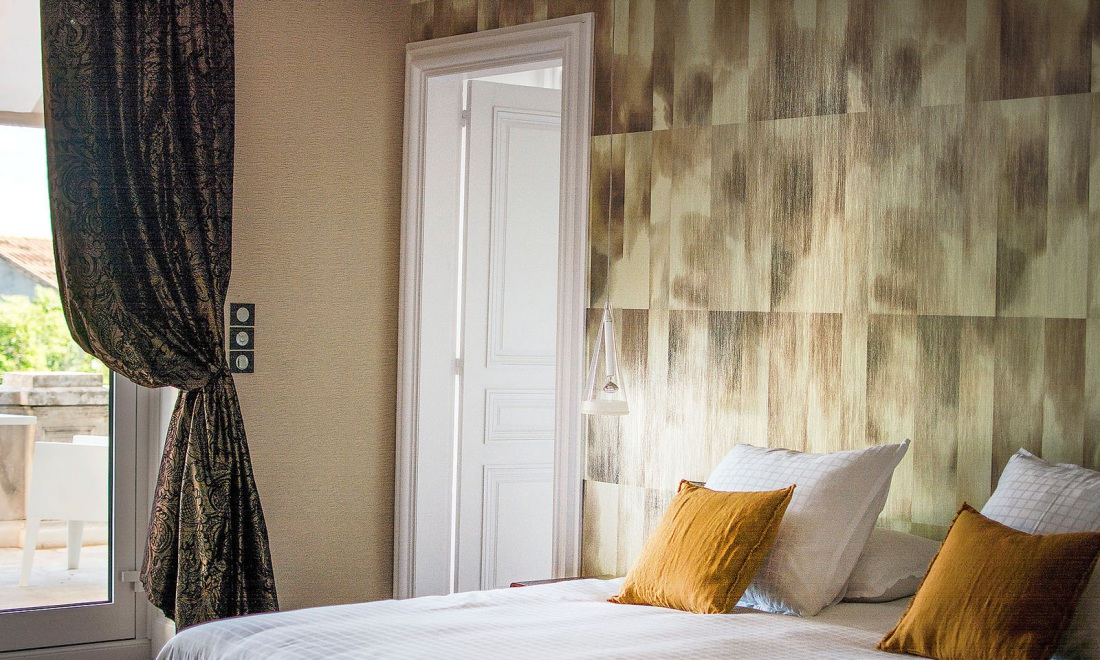 alchemy wallcovering with a metallic finish collections arte wallcovering. Black Bedroom Furniture Sets. Home Design Ideas